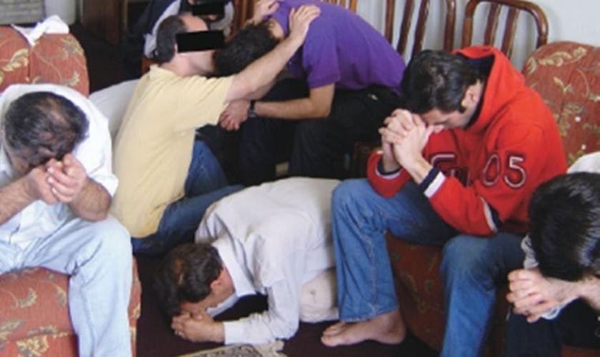 Após o culto, o pastor se aproximou dele e o convidou para sua casa, onde eles conversaram sobre o céu. (Foto: World Watch Monitor).