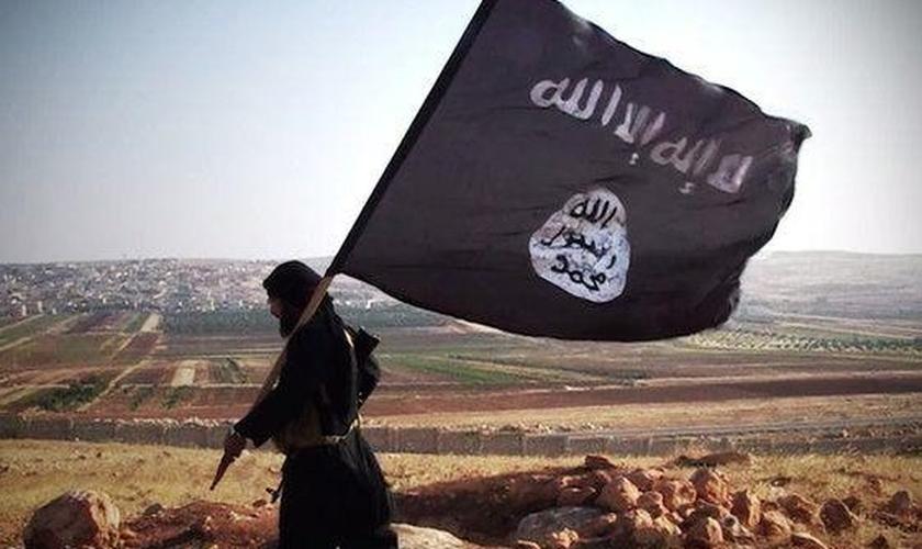 O grupo extremista vem usando Dabiq para promover a razão teológica do combate na Síria. (Foto: Dabiq)