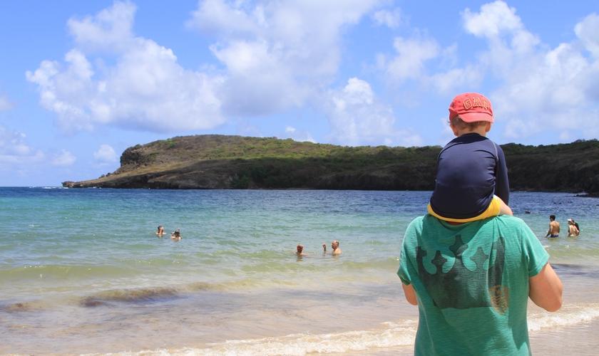 Marcos Botelho carregando o filho pequeno nos ombros. (Foto: Marcos Botelho)