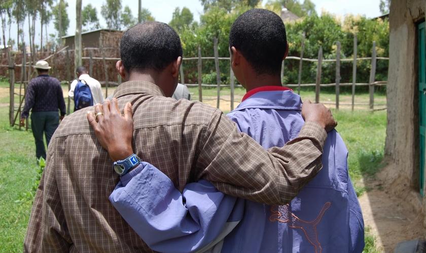 Paul Ciniraj foi impactado pelo amor e alegria dos cristãos. (Foto: Reprodução)