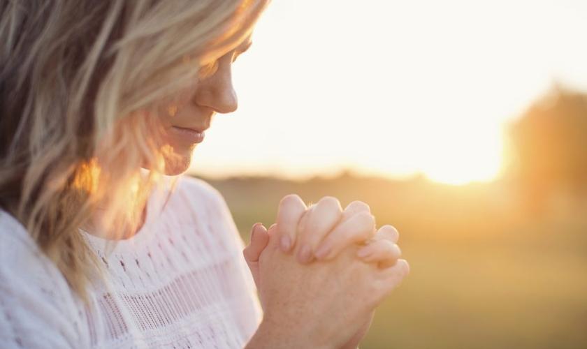 Veja algumas formas de ajudar seu marido a descobrir os caminhos da fé. (Foto: Reprodução)