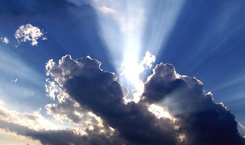 Luz do sol entre nuvens. (Foto: Getty)
