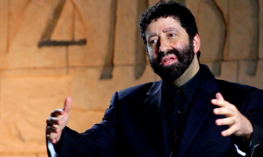 O rabino messiânico Jonathan Cahn é especialista em escritos antigos de líderes religiosos judeus. (Foto: Reprodução)