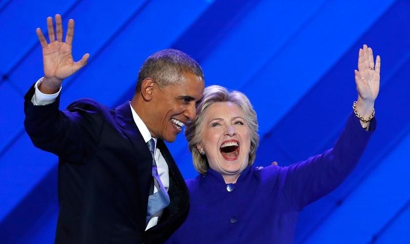 Os democratas Barack Obama e Hillary Clinton celebraram o aniversário de 100 anos da maior provedora de abortos da América, a Planned Parenthood. (Foto: PressHerald)