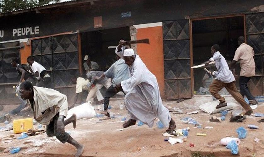 Ataque de muçulmanos em aldeia. (Foto: 360Nobs)