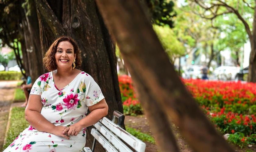 Renata conta que percebeu em sua situação uma oportunidade para levar Deus para os pacientes. (Foto: Arquivo Pessoal).