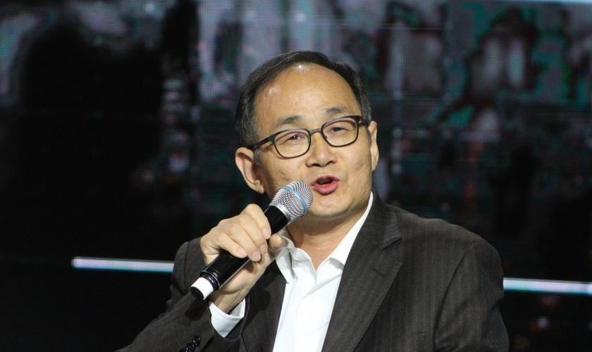Pastor Zhang Heng compartilha seu testemunho durante a conferência do Movimento 'Global Cities', em Nova York. (Foto: Christian Post)