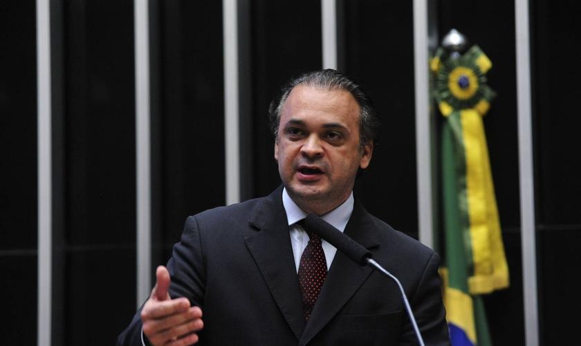 O deputado federal Roberto de Lucena cobrou explicações do Ministério das Relações Exteriores. (Foto: Luis Macedo/ASCOM/CD)