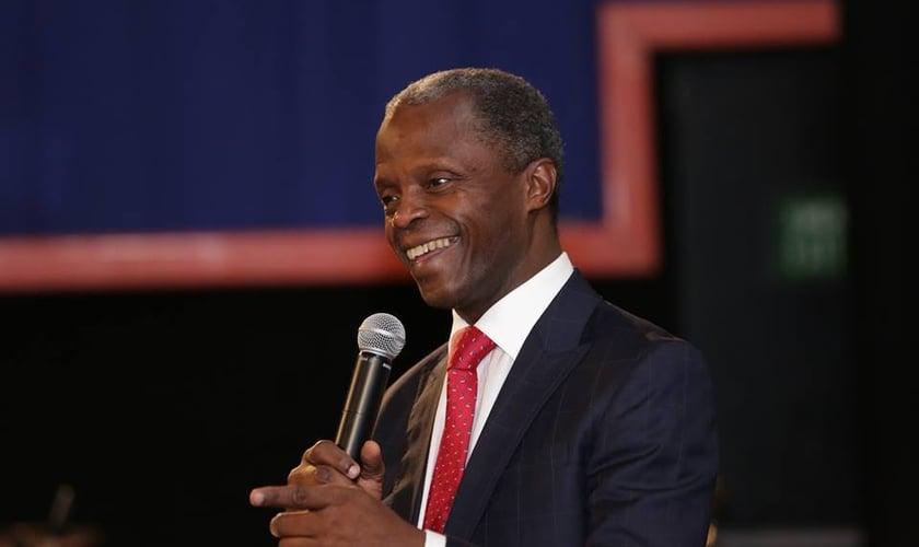 Yemi Osinbajo, que também é pastor, está encorajando os cristãos africanos. (Foto: Filed)