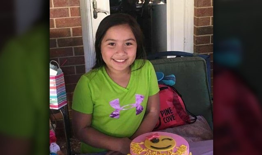 Kayla Gomez tem 10 anos de idade e foi raptada de uma igreja no Texas, durante um culto de oração. (Foto: Facebook)