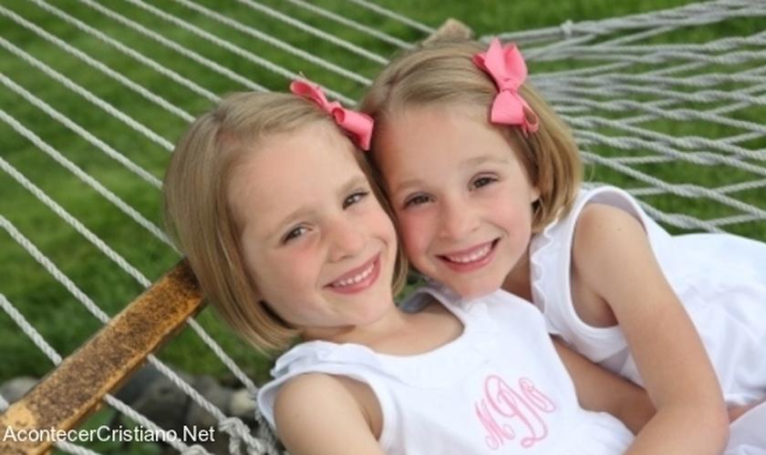 Neste ano, as meninas vão comemorar mais um aniversário, livre do câncer. (Foto: Reprodução).