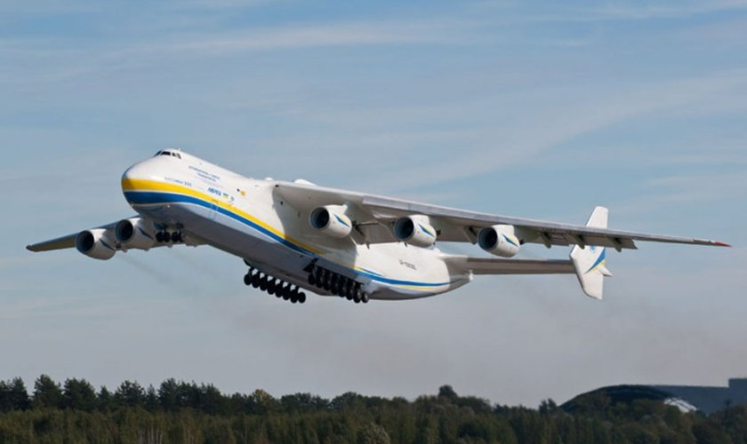 Considerado o maior avião do mundo, Antonov pousou em Campinas (SP) na última segunda-feira (14). (Foto: Airway)