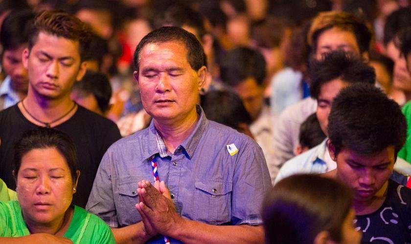 Boa parte do público do evento nunca tinha ouvido o Evangelho antes. (Foto: Facebook/Franklin Graham)