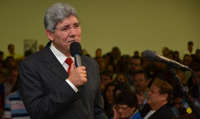 Hernandes Dias Lopes é bacharel em Teologia pelo Seminário Presbiteriano do Sul, em Campinas, SP. (Foto: Reprodução).
