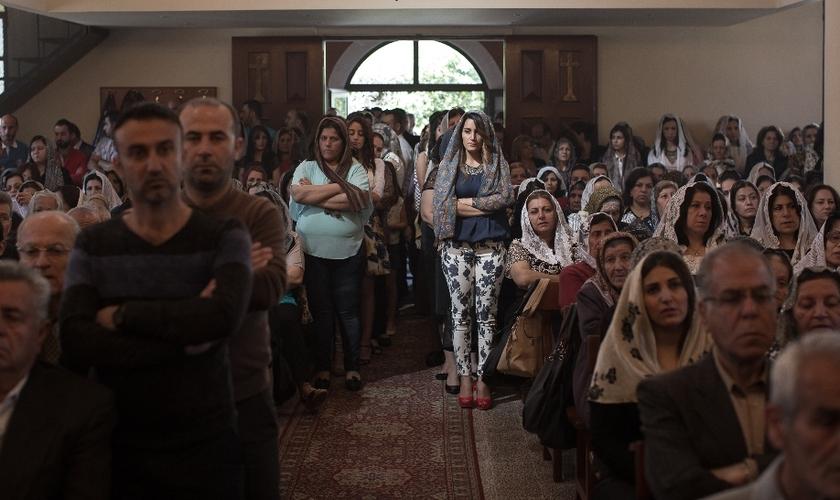 Os membros da igreja irão visitar campos de refugiados com presentes. (Foto: Reuters).