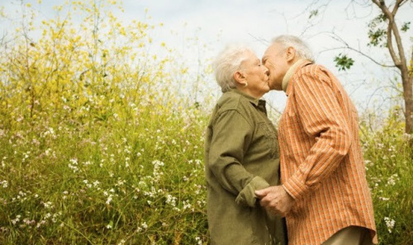 Casal de idosos apaixonados. (Foto: Getty)