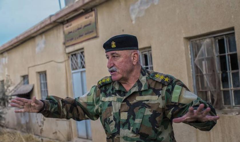 O capitão Mubarak Tuwaya comanda uma milícia que protege a maior cidade cristã do Iraque. (Foto: Juan Carlos/Wall Street Journal)