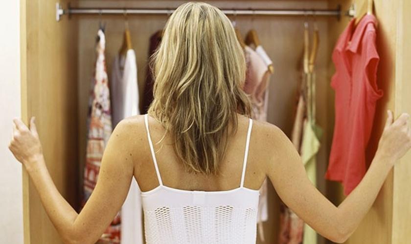 Organizar o closet é essencial para facilitar o dia a dia. (Foto: Thinkstock)