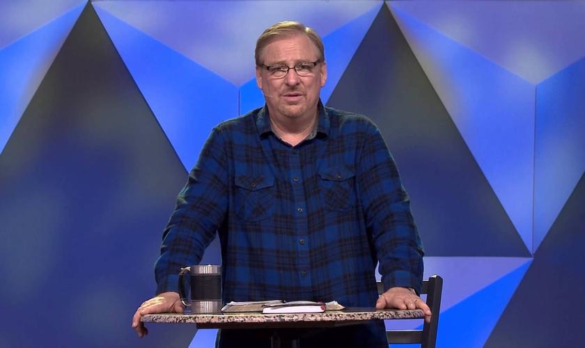 """Rick Warren é pastor da Igreja Saddleback e autor do livro """"Uma Vida com Propósitos"""". (Imagem: Youtube)"""