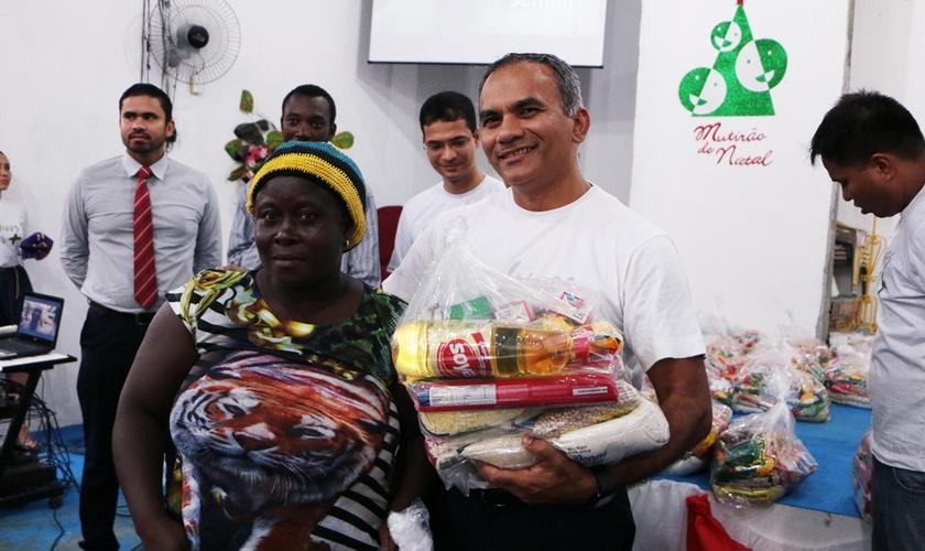 Igrejas se uniram para distribuírem mais de 6,5 toneladas de alimentos para os venezuelanos e haitianos. (Foto: ASN).
