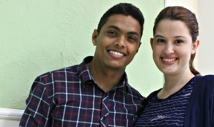 Juntos há quase um ano, Amanda e Jonielson pretendem se preservar até o casamento. (Foto: Ísis Capistrano/G1 AM)