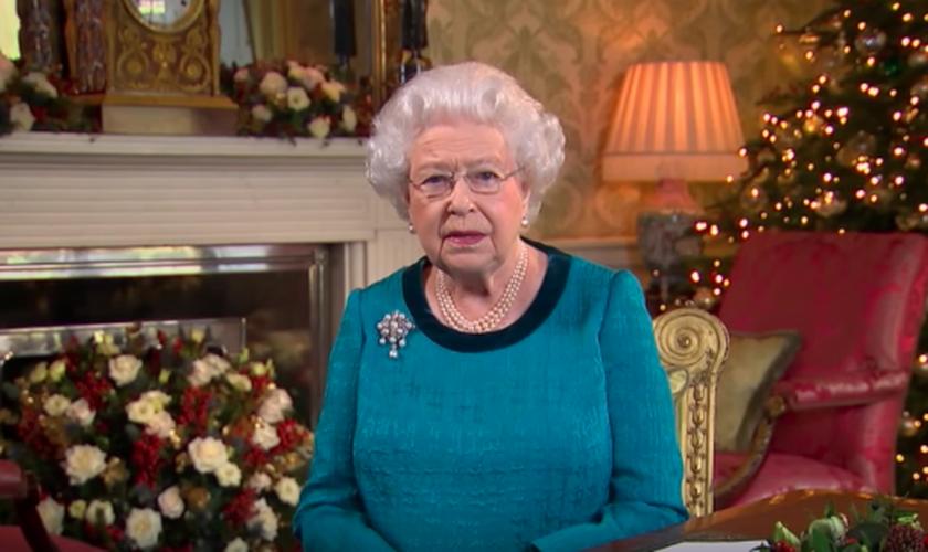 A Rainha Elizabeth II aproveitou o Natal para falar sobre Jesus Cristo. (Foto: Reprodução/YouTube)