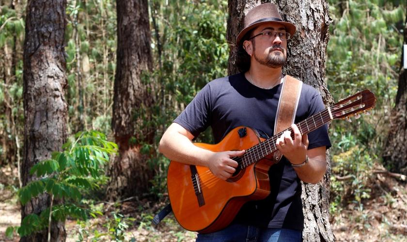 Ernani Fernandes é músico, compositor e desenvolve um projeto de evangelismo. (Foto: Divulgação)