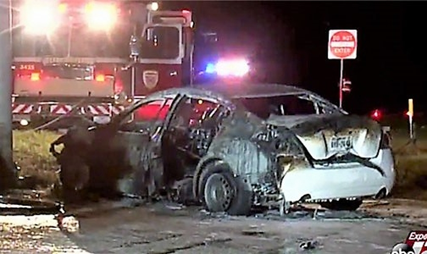 O carro de Mishelle ficou irreconhecível após o acidente e a explosão, mas ela foi resgatada com vida. (Imagem: ABC News)