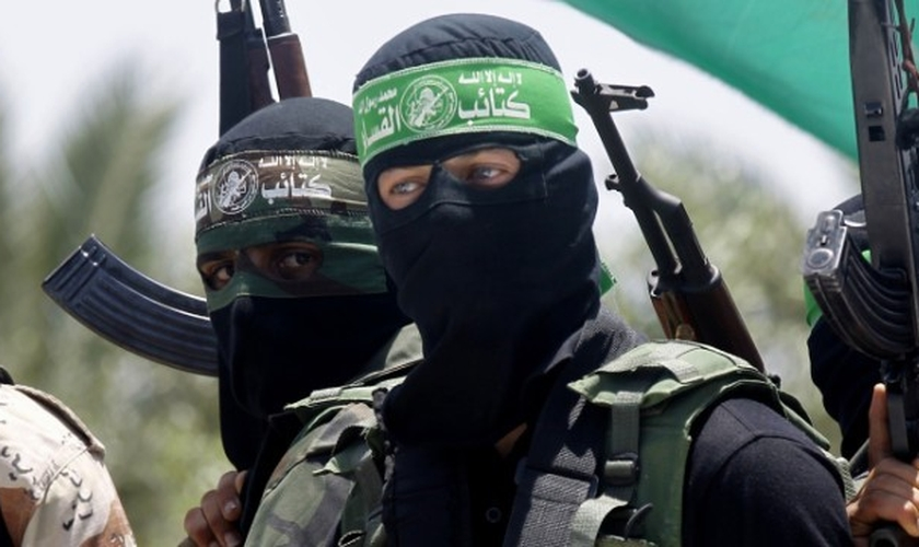 Terroristas do movimento palestino Hamas. (Foto: CNN)