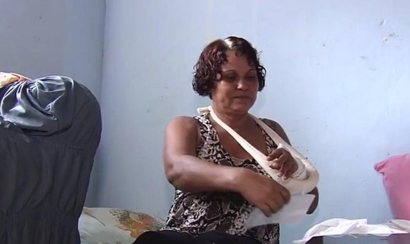 Joana Dark faz lista para orar a quem a ajudou em Goiás (Foto: Reprodução/TV Anhanguera)