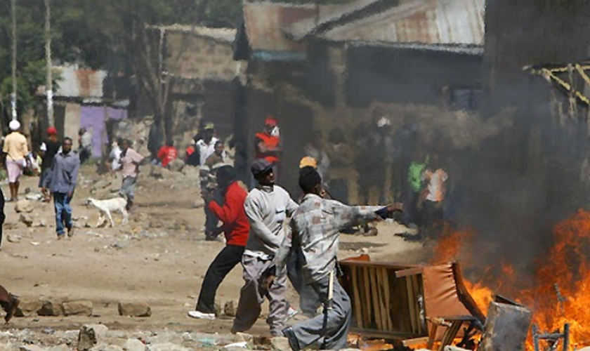 Extremistas queimam igreja e promovem tumulto na Nigéria. (Foto: pzimedia)
