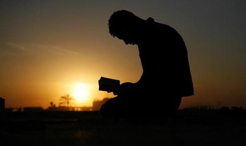 Muçulmano vai até igreja para matar pastor, mas se converte durante a pregação. (Foto: Reprodução)
