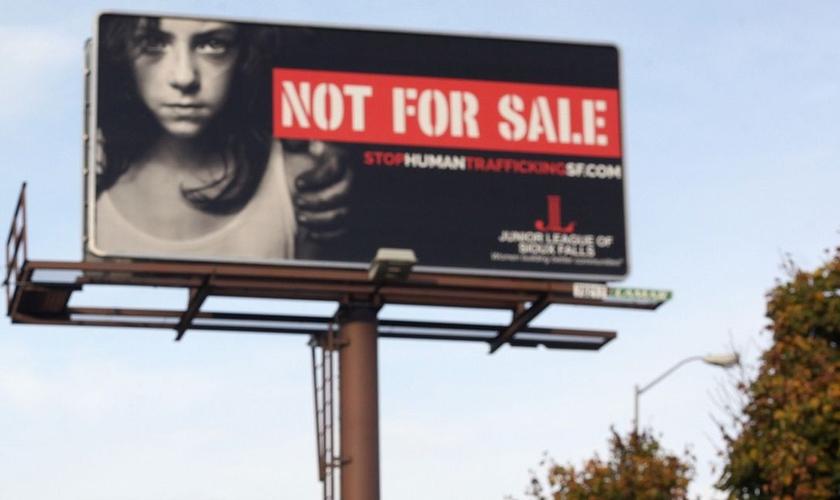 Outdoor expõe anúncio de campanha contra o tráfico humano, nos EUA. (Foto: WDEL)