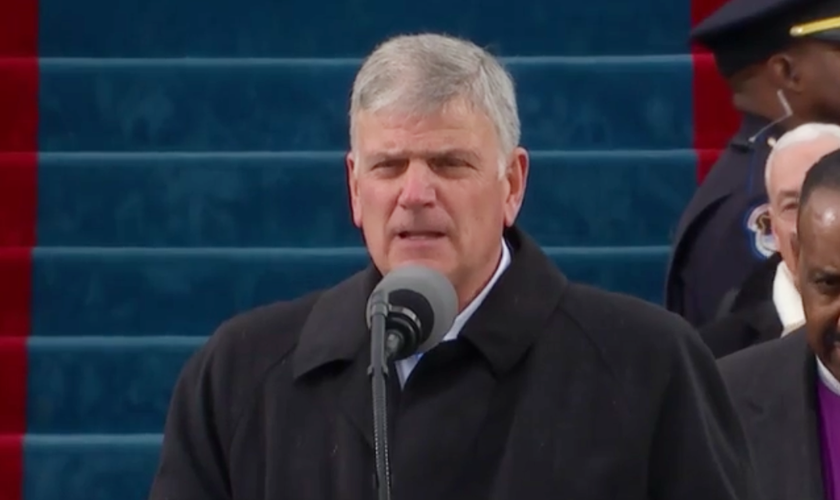 Rev. Franklin Graham, filho do evangelista Billy Graham, durante discurso. (Foto: Reprodução)