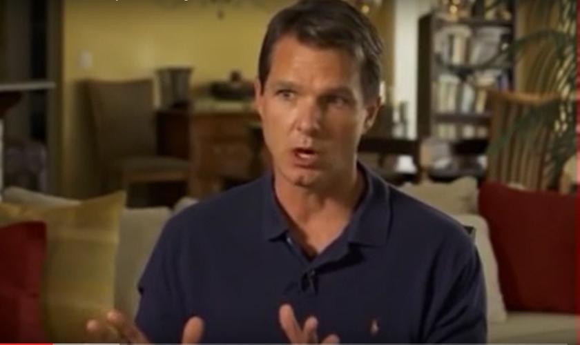 Dr. Greg Lehman deixou de ser ateu, após começar a ler a Bíblia e se surpreender com o Evangelho. (Imagem: Youtube)