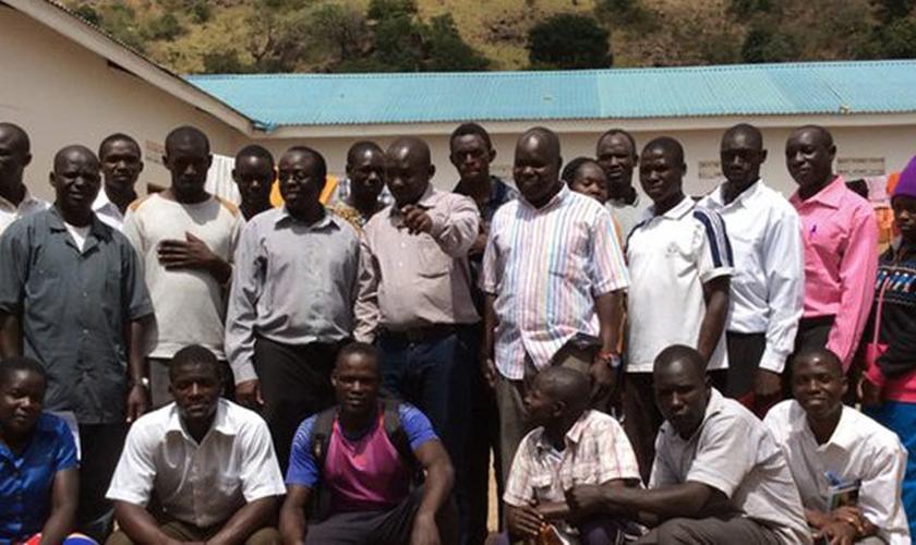 Diversas iniciativas comunitárias foram realizadas por Ivan Kiconco e mais 30 jovens. (Foto:  Uganda Union Mission).