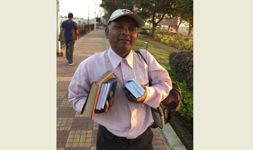 Ele foi liberto seis horas mais tarde, mas sofreu uma hemorragia cerebral em seu caminho para casa. (Foto: World Watch Monitor).