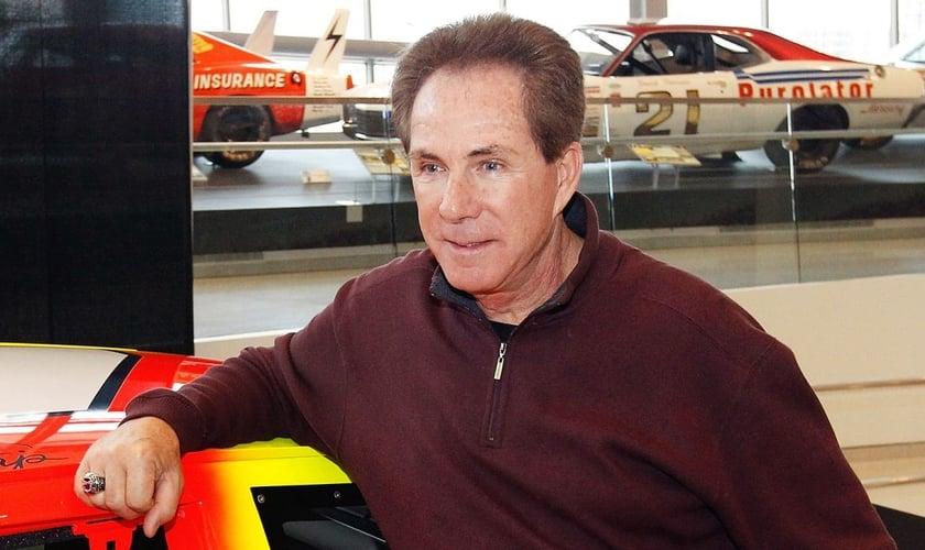 Atualmente, Darrell Waltrip trabalha como locutor de corridas de carros. (Foto: Muzul)