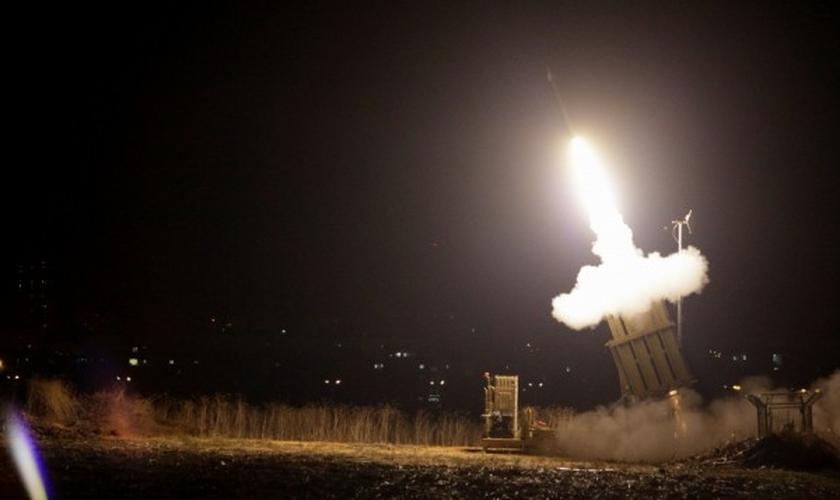 Imagem ilustrativa. Sistema Domo de Ferro dispara míssil próximo a Berseba, em Israel. (Foto: Edi Israel/Flash90)