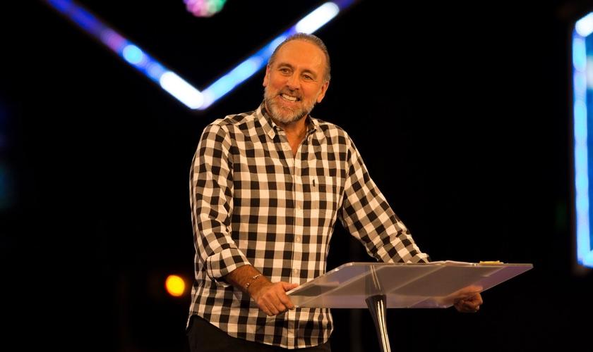 A novidade foi anunciada por Brian Houston, pastor sênior global da Igreja Hillsong. (Foto: Reprodução).