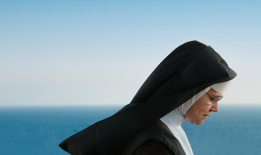 Freira que deixou convento após se aprofundar na Bíblia se rendeu a Jesus. (Foto: Reprodução)