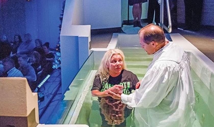 Teresa Fears foi batizada no dia 4 de dezembro. (Foto: Baptist Press)
