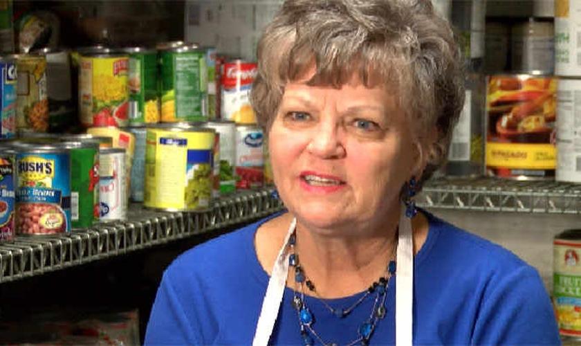 Sheila está determinada a ajudar a levantar fundos para a reforma da cozinha. (Foto: Reprodução).