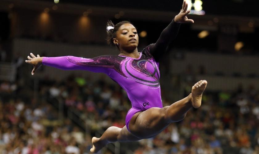 Simone Biles conquistou cinco medalhas nos Jogos Olímpicos de 2016. (Foto: Reprodução)