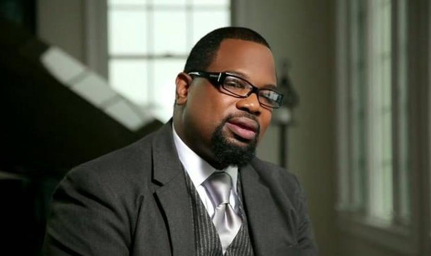 Hezekiah Walker é ministro de louvor e pastor da igreja Love Fellowship Tabernacle. (Foto: Reprodução)