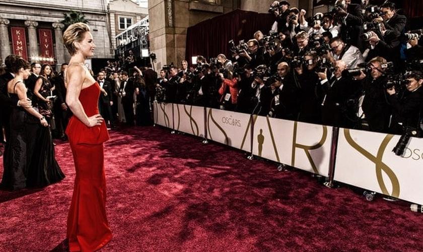 Jennifer Lawrence no tapete vermelho do Oscar 2014. (Foto: Getty)