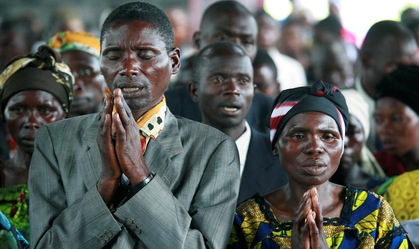 Cristãos participam de culto na República do Congo. (Foto: Christians in Pakistan News)