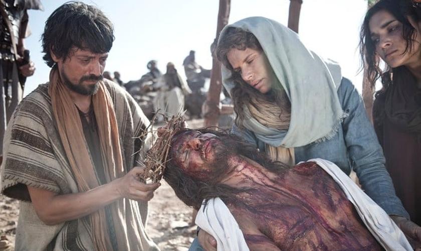 """Além da série """"A Bíblia"""", Burnett e Downay produziram o filme """"Jesus, o Filho de Deus"""". (Foto: Reprodução)."""