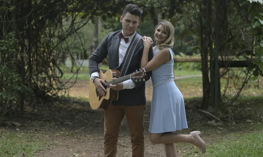 """A dupla também tratou sobre o aborto na canção """"Você deve ser Linda"""". (Foto: Divulgação)."""