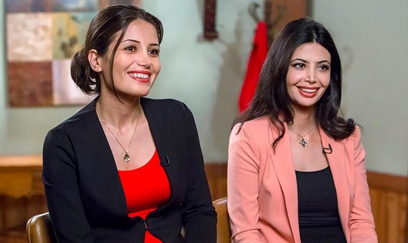 Maryam Rostampour e Marziyeh Amirizadeh durante entrevista para a TV. (Imagem: LiveNet)